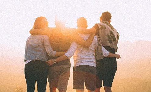 Beitragsbild Gruppe vor Sonnenaufgang