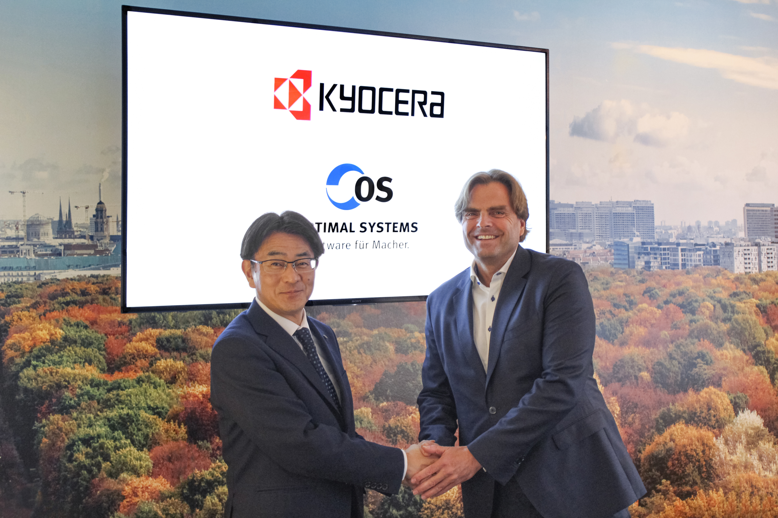 Norihiko Ina, president of Kycera Document Solutions, and Karsten Renz, CEO of OPTIMAL SYSTEMS, at OPTIMAL SYSTEMS' headquarters in Berlin on January 20, 2020