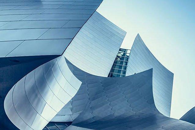 Abstrakt geschwungene Dacharchitektur
