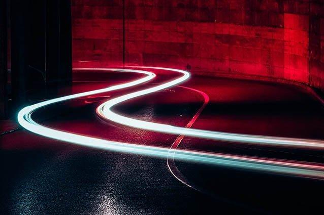 Lichtspur auf Straße