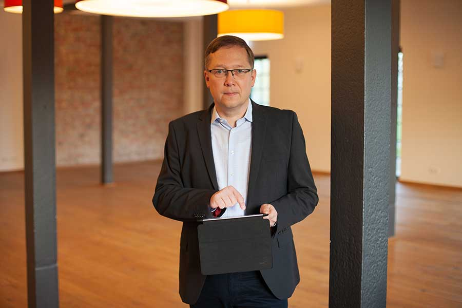 Björn Grabe - Chief Services Delivery Officer