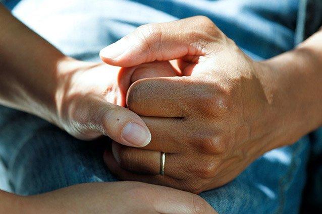 Hände halten Diakonie