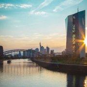 Skyline Frankfurt mit Sonnenaufgang