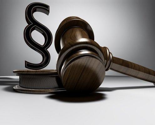 Gerichtshammer und Paragraph